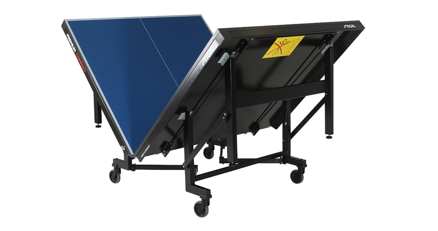 Table Stiga Premium Compact en position intermédiaire